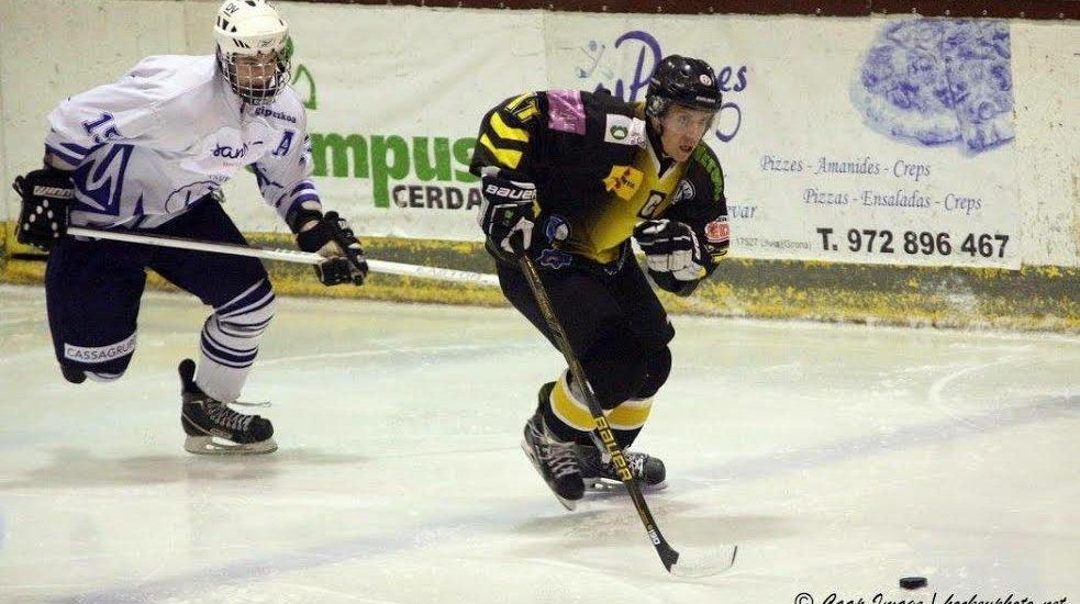 jugador-hockey-control-puck