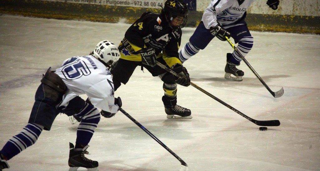 jugador-hockey-hielo-control-puck